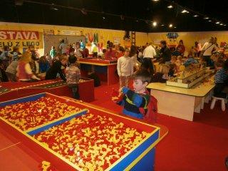 Návštěva vzdělávací výstavy z kostek Lego